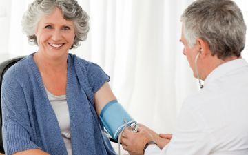 Почему во время климакса повышается или понижается артериальное давление?