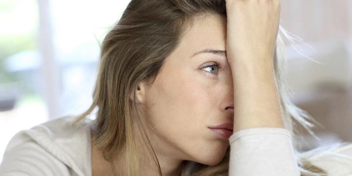 признаки проявления миомы с аденомиозом - усталость женщины