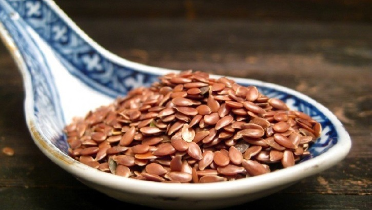 Отвар семян льна можно принимать как дополнительное средство