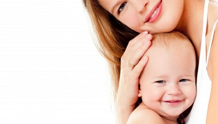 Женщина рожает ребенка после восстановления по миоме