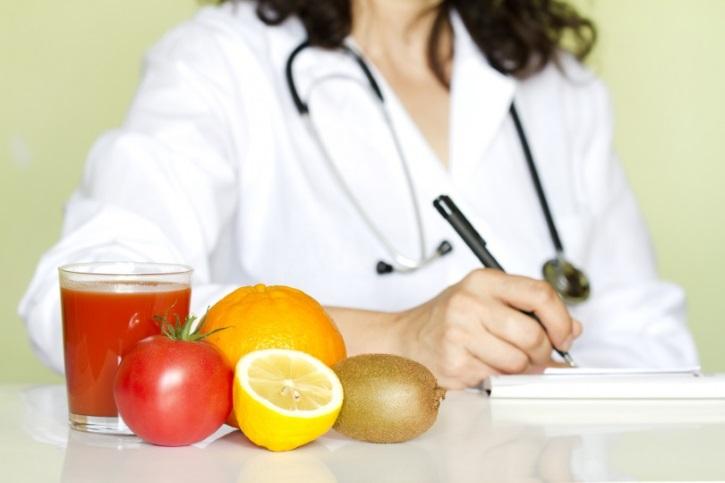 Врач диетолог посоветует правильное питание после лапароскопии кисты яичника