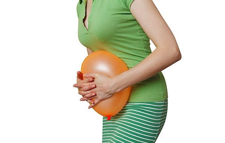 Киста яичника может сопровождатся вздутием живота