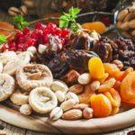 Сухофрукты и орехи при менопаузе